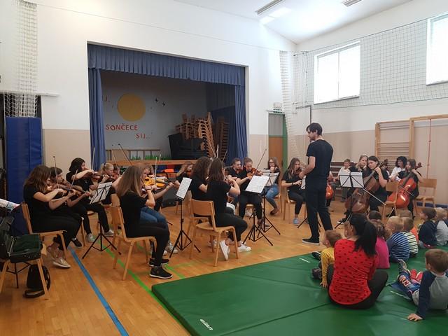 Godalni orkester na podružnični šoli